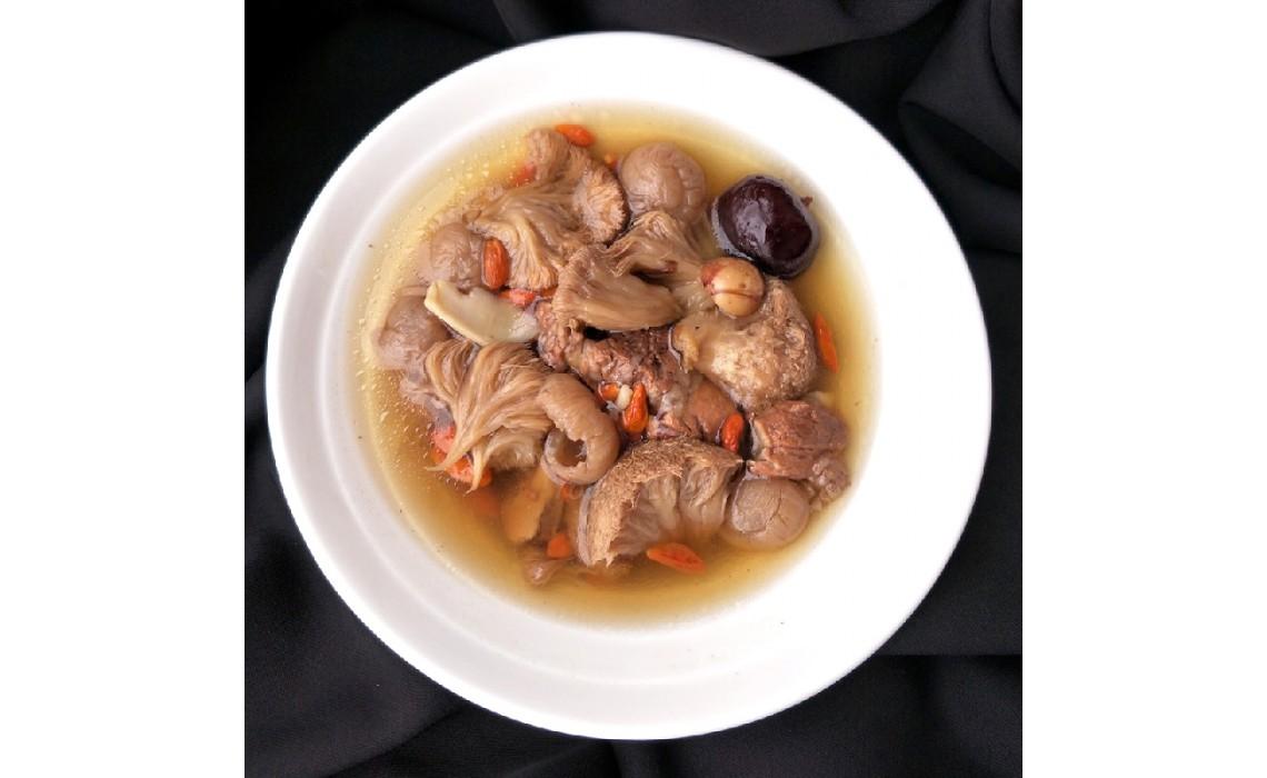 猴頭菇元肉百合湯